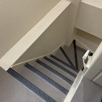 お部屋まで階段なので、大きい荷物を運ぶときは注意しましょう