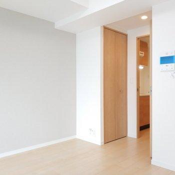 淡いグレーで使いやすそうな色合い!※写真は5階の同間取り別部屋のものです