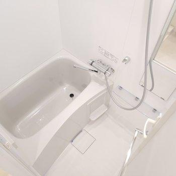 浴室乾燥機付きで雨の日に助かるなぁ。※写真は5階の同間取り別部屋のものです