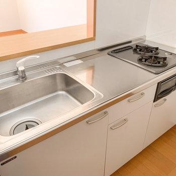 【LDK】ゆったりとしたシンクに、広めの調理スペース。料理がとてもしやすそうです。