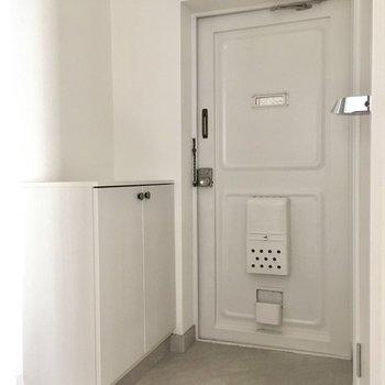 玄関は白で統一。圧迫感がなくていいね。