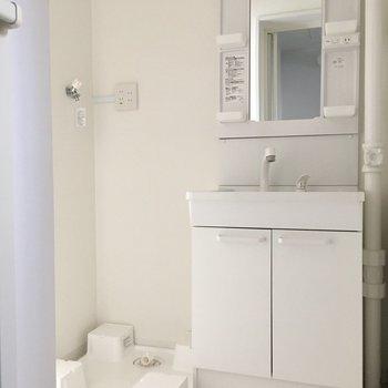 洗面台はシングルレバーで、新品ですよ〜!