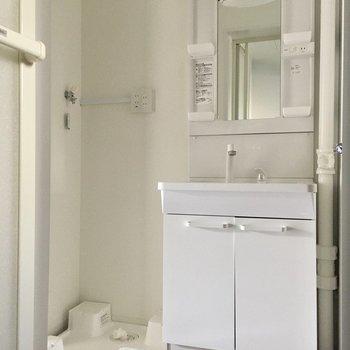 シングルレバーで使いやすい洗面台◎