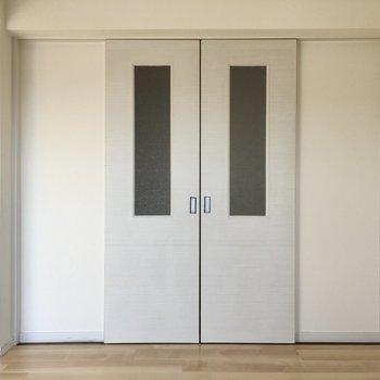 キッチン後ろの扉は両開きになっています。珍しい!