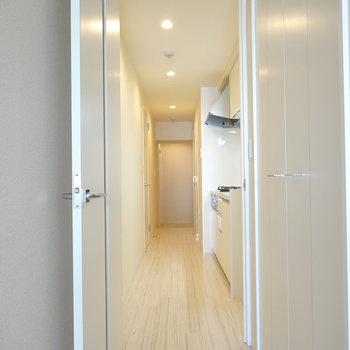 お部屋から廊下を。
