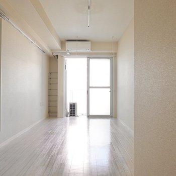 洋室は8.8帖。白を基調にしたインテリアにしたいお部屋。