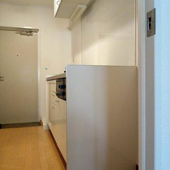 廊下にあるのはシステムキッチン!1Kでこんなに素敵なキッチンが…!