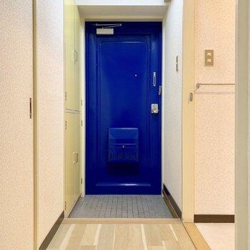 どこか懐かしい玄関扉。