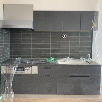 【イメージ】キッチンはグレーで大きく!