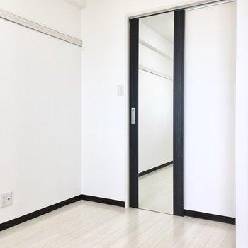 姿見でファッションチェックを!※写真は7階同間取り・別部屋のものです。