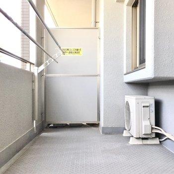 布団も広げて干せるくらいゆったり。※写真は7階同間取り・別部屋のものです。