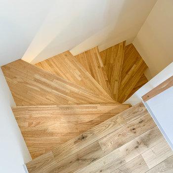 螺旋階段で1階まで。