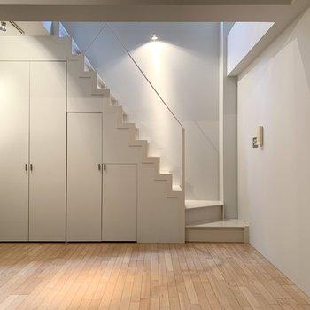 【LDK】階段周りは白を基調に。