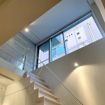 【LDK】大きな窓で光も適度に入り込みます。