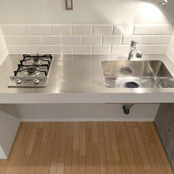 【LDK】2口コンロで調理スペースも。