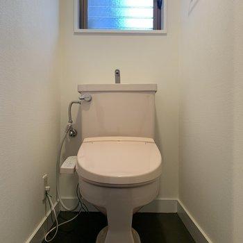 【1階】トイレ本体にあわせてウォシュレットも変更!