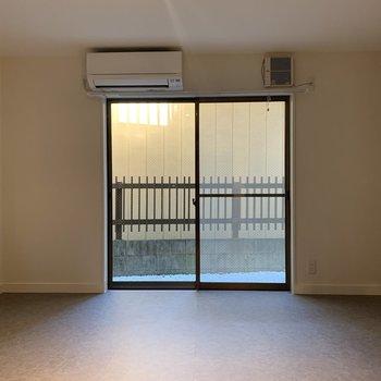 【1階】ソファを置いて、シアタールームなんていかがでしょう?