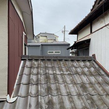 【2階】眺望はお向かいさんの屋根。