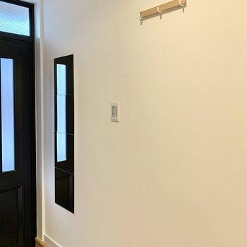 【2階】姿見鏡とフックもついています。