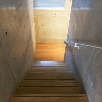 さて、地下の居室を見ていきましょう。