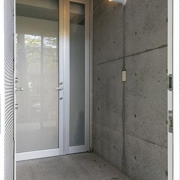 玄関は2重扉になっています。