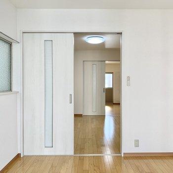 引き戸を開けるとお部屋の構造がよく分かります。
