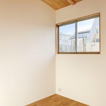 【2F】こちらのお部屋も光が差し込んで、とても明るいです。