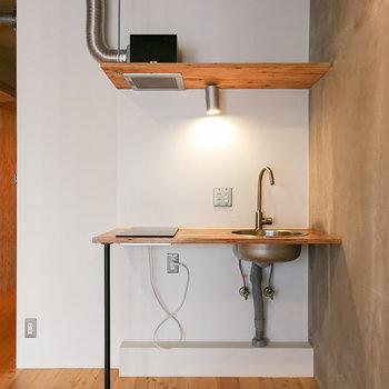 シンプルデザインのキッチン。