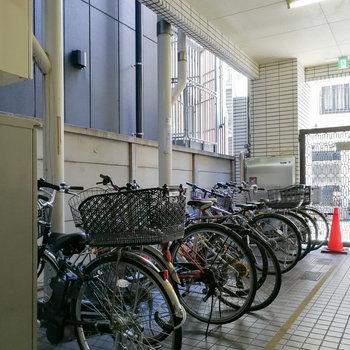 1階に駐輪場があります。