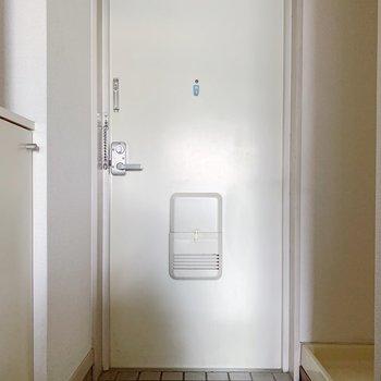 玄関はゆったりめですよ。