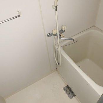 お風呂も少しコンパクトめですね。