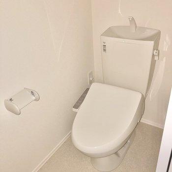 シンプルかつ清潔感のあるトイレです。