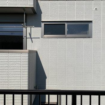 ルーバルからの眺望、お向かいのマンションです。