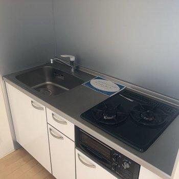 【2階】使いやすそうなキッチン。※写真は1階の同間取り別部屋のものです