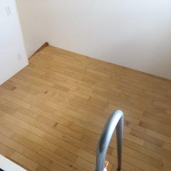 【ロフト】ロフトから見下ろしてみました。※写真は1階の同間取り別部屋のものです