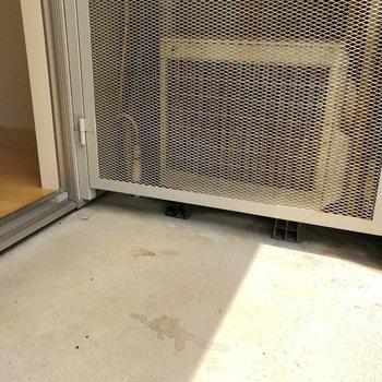 【1階】ベランダとお部屋との段差が少ないのって結構楽ですよね。※写真は1階の同間取り別部屋のものです