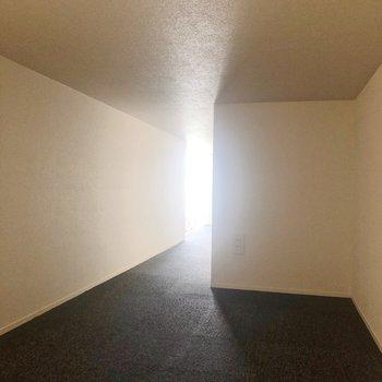 【ロフト】ハイハイ歩きで移動。※写真は1階の同間取り別部屋のものです