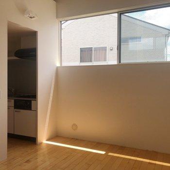 【2階】キッチンスペースが別であるのでお部屋がスッキリしますね。※写真は1階の同間取り別部屋のものです