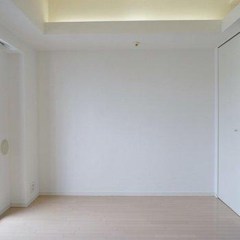 オトナっぽい照明と景色は特権。※写真は714号室のもの