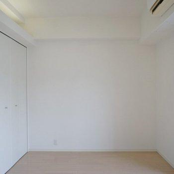 お部屋自体な広さはあまりない気がします。※写真は714号室のもの
