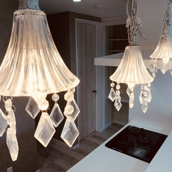 キッチン上にはこの素敵なキラキラ照明