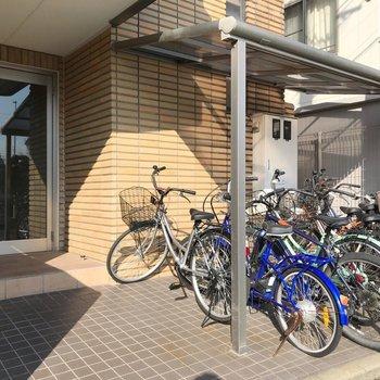 駐輪場は建物の前に。