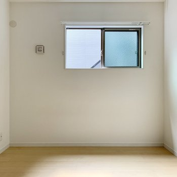 洋室にもテレビを置けます。