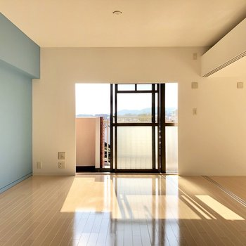 太陽のひかりをたっぷり。広いので家具置いても狭さ感じなさそう!