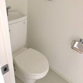 トイレもサラリとシンプル。