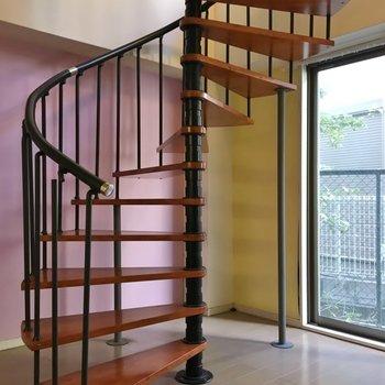 階段を上って二階へ!