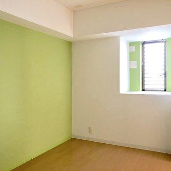 洋室も溢れ出るパッションでキュートな空間。
