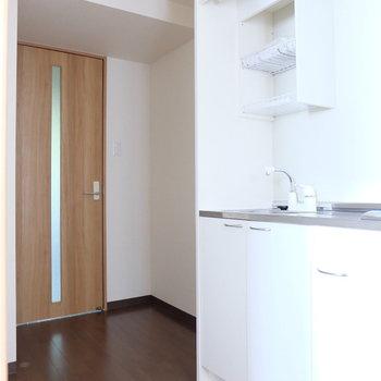 キッチン横はスペースが広いので家電製品たちの収まりも良さそうです!