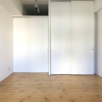 ドアもクローゼットも引き戸なので見た目もすっきり!