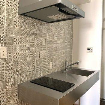 冷蔵庫はキッチンの左手に設置できますよ。